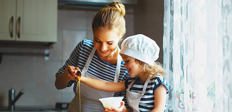 Mother cooking with her daughter: difference between accidental death insurance and life insurance