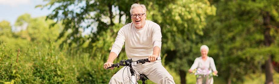 mature couple rides bikes and decides whether a roth individual retirement account is right for them